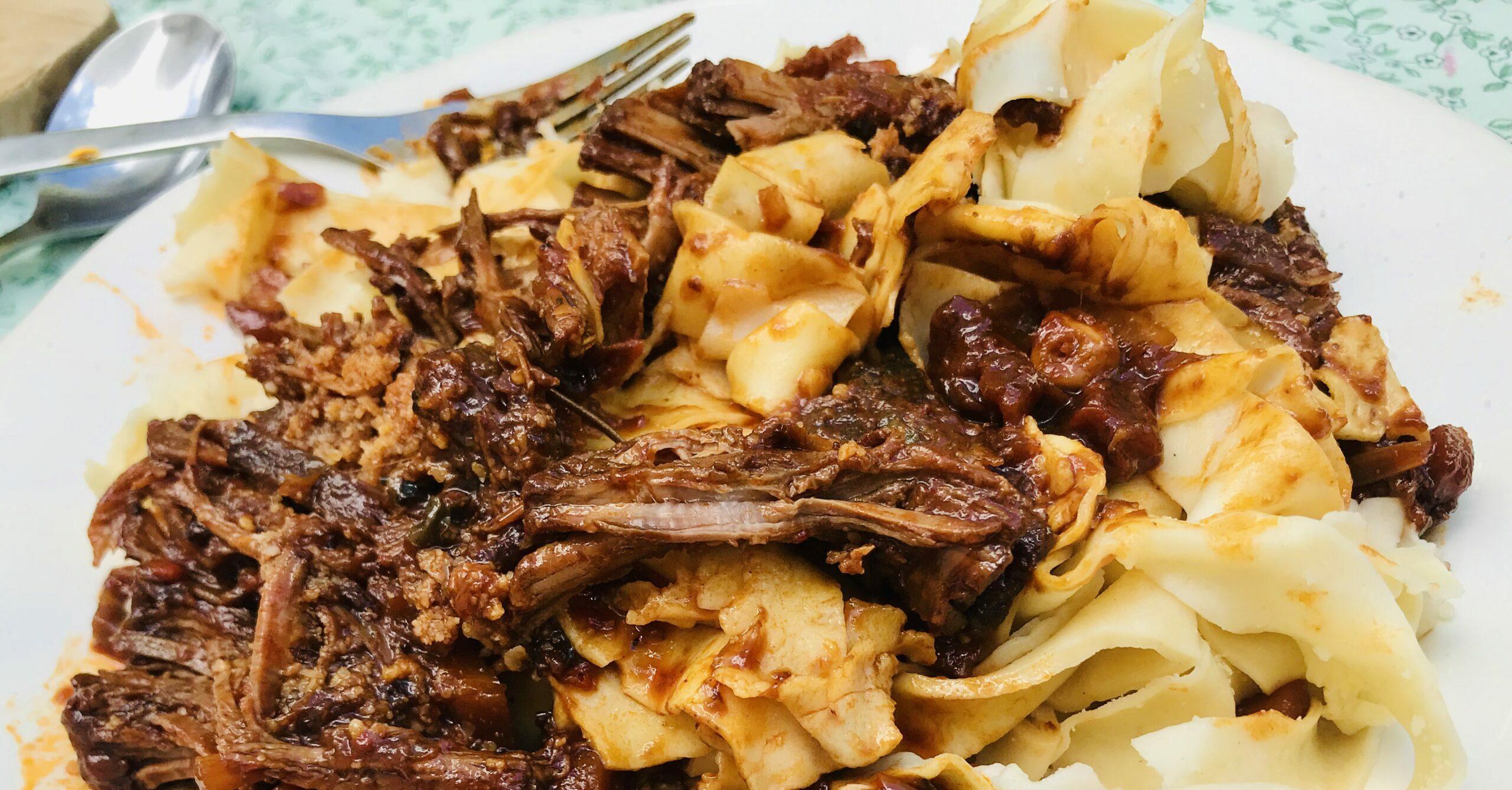 stracotto de ternera a la florencitina con pasta fresca